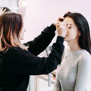 Working-on-makeup-free-img.jpg